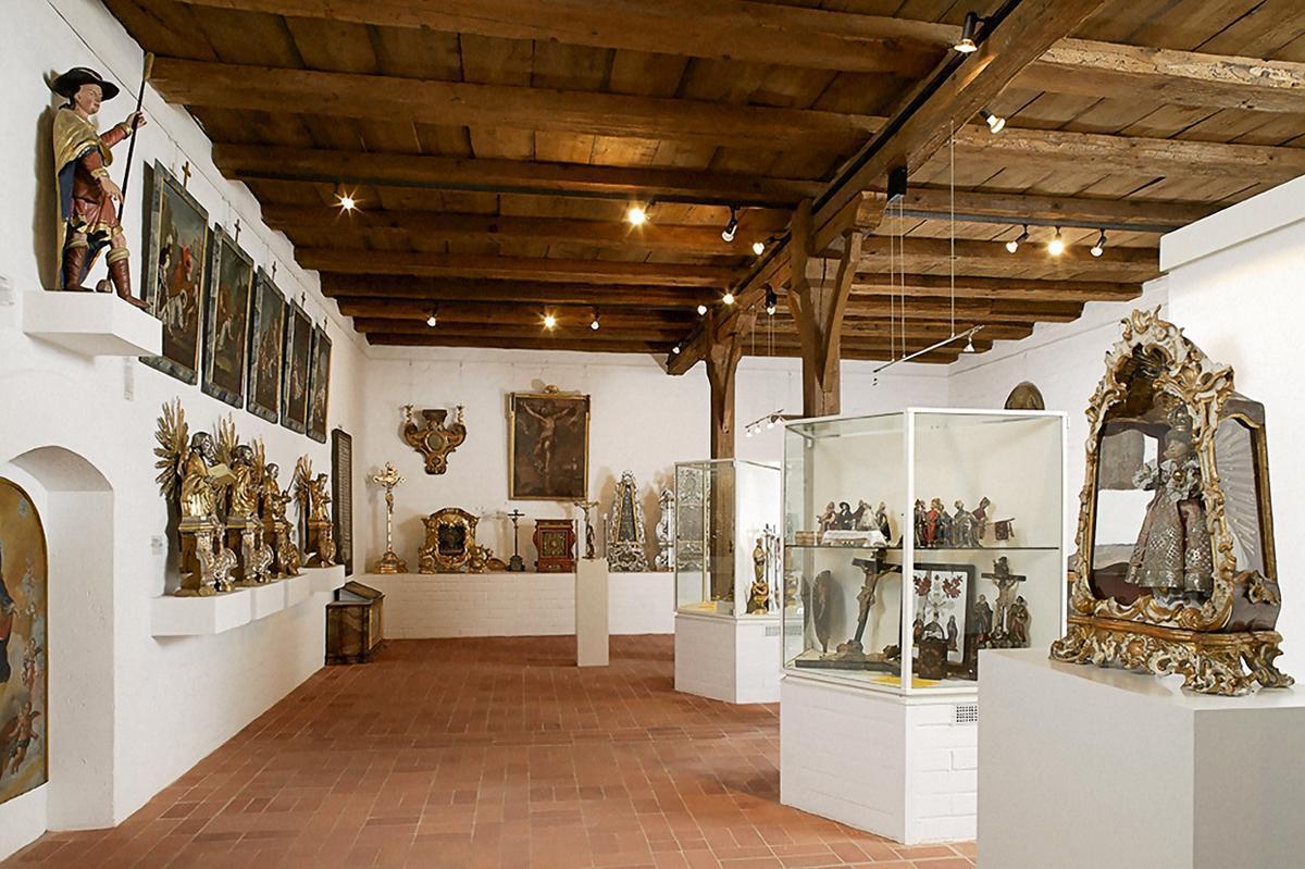 Blick in das Klostermuseum in der Bruderkirche des Klosters Heiligkreuztal; Foto: Vermögen und Bau Baden-Württemberg, Amt Ulm