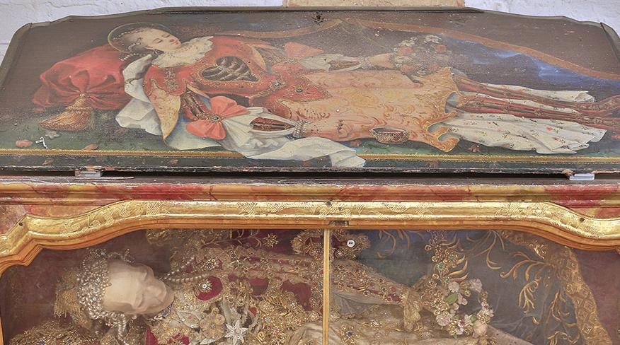 Detail Sarkophag eines Katakombenheiligen im Museum in der Bruderkirche des Klosters Heiligkreuztal