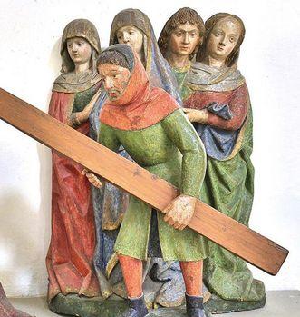 """Detail der Figurengruppe """"Kreuztragender Christus"""", Klosterkirche Heiligkreuztal; Foto: Staatliche Schlösser und Gärten Baden-Württemberg, Markus Schwerer"""